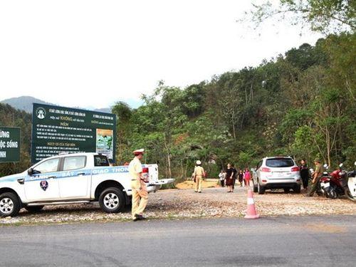 Vụ 3 người chết trên xe Mercedes: Người vợ vừa gửi đơn ly hôn đến tòa - Ảnh 1