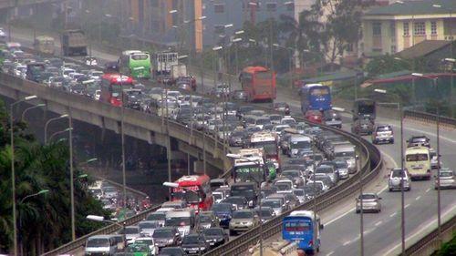 Hà Nội đề xuất phương án đổi lộ trình hơn 400 lượt xe khách - Ảnh 1