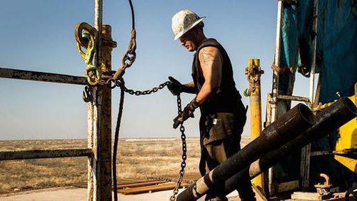 Mỹ tấn công Syria khiến giá vàng, dầu mỏ tăng vọt - Ảnh 1