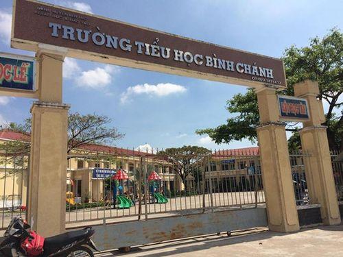 Vụ cô giáo bị ép quỳ gối: Điều chuyển nguyên hiệu trưởng TH Bình Chánh - Ảnh 1