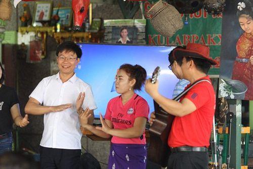 Hành trình xuất ngoại đón Tết cổ truyền Bunpimay ở nước láng giềng - Ảnh 1