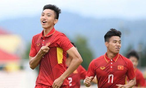 Văn Hậu lọt top những cầu thủ triển vọng nhất tại AFF Cup 2018 - Ảnh 1