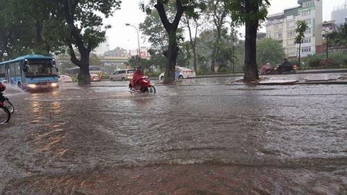 Dự báo thời tiết ngày 12/5: Hà Nội mưa dông liên tiếp 2 ngày cuối tuần - Ảnh 1