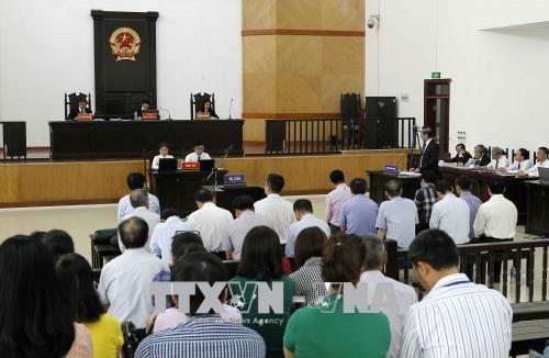 Bị cáo Đinh La Thăng cùng Luật sư bào chữa tranh luận về tội danh - Ảnh 1