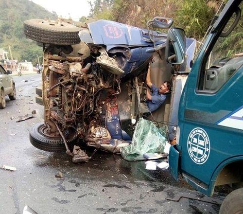 Tai nạn liên hoàn ở Hòa Bình, 4 người thương vong - Ảnh 1