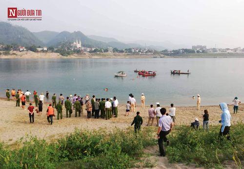 Hình ảnh tang thương tại hiện trường vụ 8 học sinh Hòa Bình chết đuối trên sông Đà - Ảnh 2