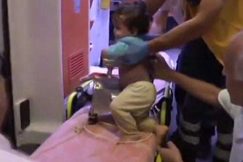 Cảnh báo cho các bà mẹ: Con suýt mất tay vì sự lơ là của mẹ - Ảnh 2