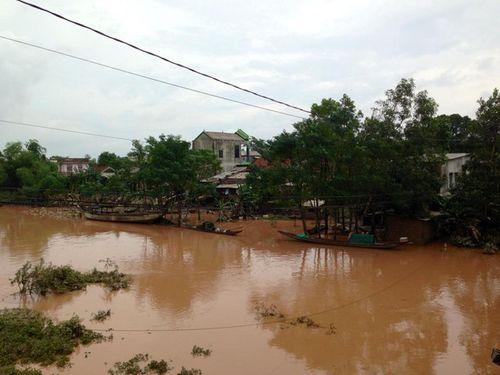 Dân mạng xót thương cư dân miền Trung oằn mình trong lũ lụt - Ảnh 1