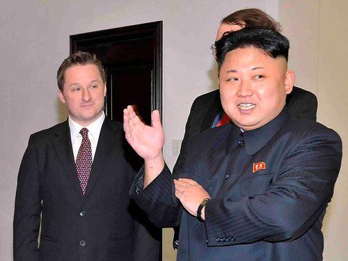 Người đàn ông phương Tây được Triều Tiên mời tới lễ duyệt binh là ai? - Ảnh 1