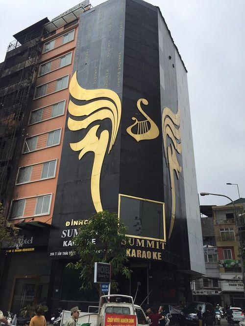 Từ vụ cháy ở 68 Trần Thái Tông: Hiểm họa sau những 'siêu biển quảng cáo' - Ảnh 1
