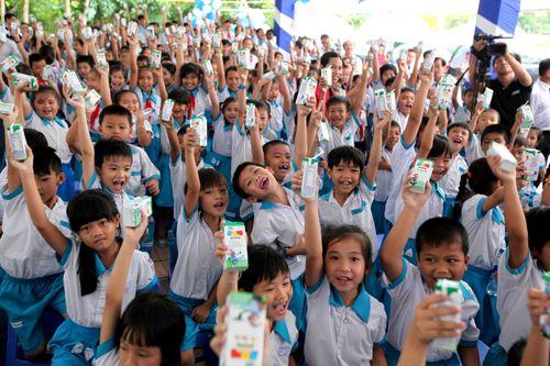 Vinamilk và Quỹ sữa Vươn cao Việt Nam trao tặng sữa cho trẻ em Cần Thơ - Ảnh 3