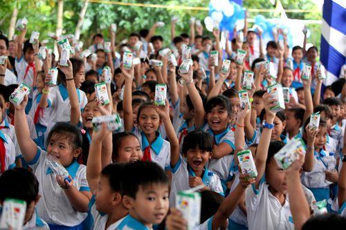 Vinamilk và Quỹ sữa Vươn cao Việt Nam trao tặng sữa cho trẻ em Cần Thơ - Ảnh 4
