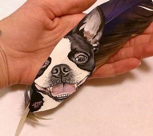 Nghệ sĩ có tài vẽ tranh trên... lông chim - Ảnh 10