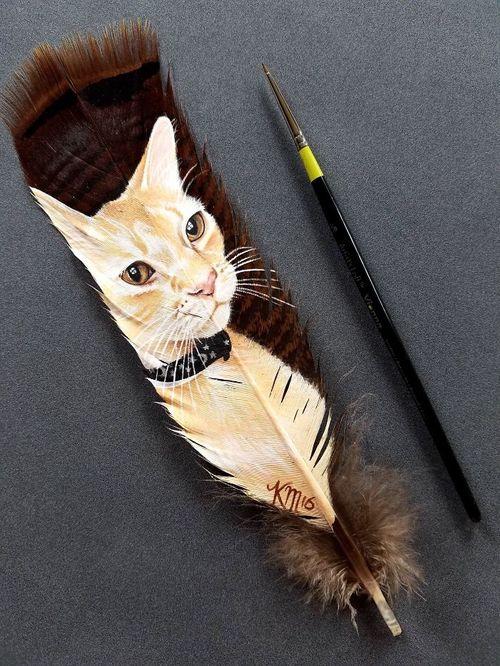 Nghệ sĩ có tài vẽ tranh trên... lông chim - Ảnh 4