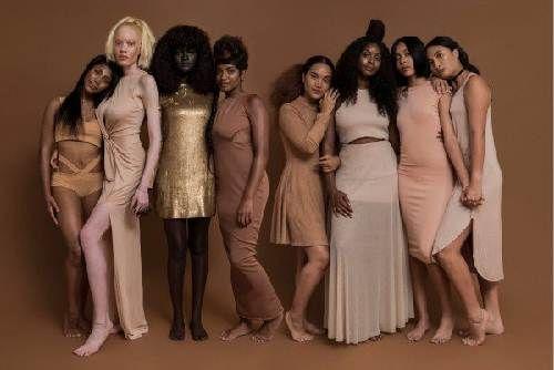 Cô gái trẻ có làn da đen kỳ lạ nhất thế giới - Ảnh 3
