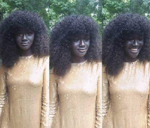 Cô gái trẻ có làn da đen kỳ lạ nhất thế giới - Ảnh 4