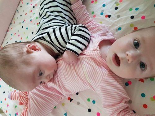 Kỳ lạ hai chị em ruột sinh cách nhau 10 ngày - Ảnh 2