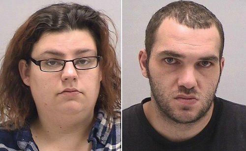 Cặp vợ chồng bị phạt hành chính vì 'khỏa thân' trước mặt con trai 6 tuổi - Ảnh 1