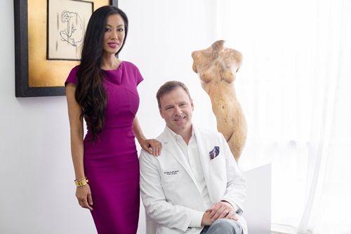 Chồng tự tay phẫu thuật thẩm mỹ cho vợ đẹp hơn cả người mẫu - Ảnh 1