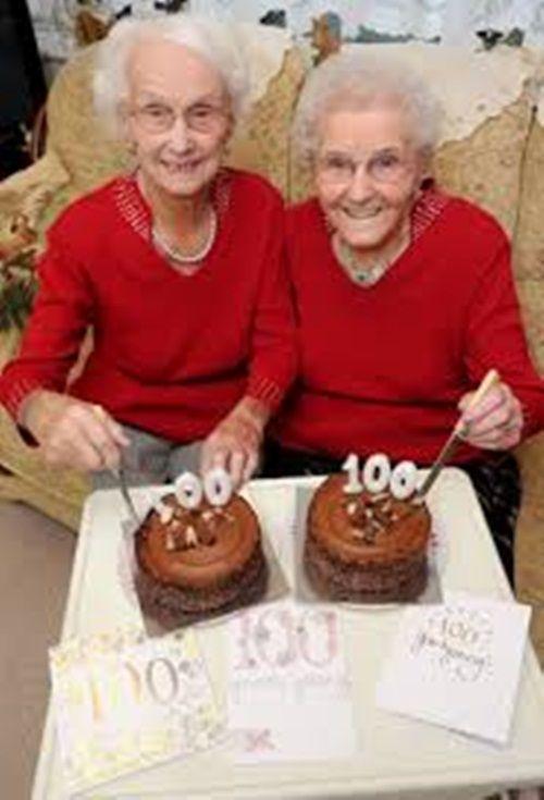 Cặp song sinh hạnh phúc đón sinh nhật lần thứ 100 - Ảnh 2