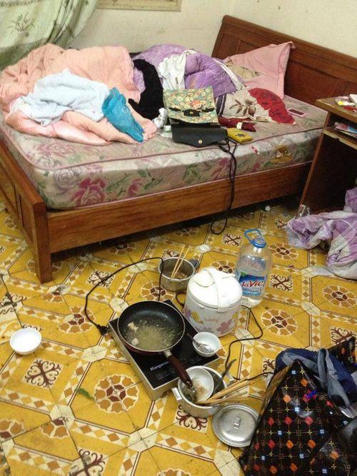 """Phòng trọ của 3 nữ sinh khiến người ta phải """"khóc thét"""" - Ảnh 4"""