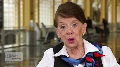 Kỳ lạ: Nữ tiếp viên hàng không 80 tuổi vẫn chưa muốn về hưu - Ảnh 1