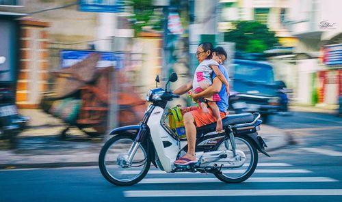 """Bức ảnh """"vòng tay yêu thương của cha"""" khiến các bậc cha mẹ phải giật mình - Ảnh 2"""