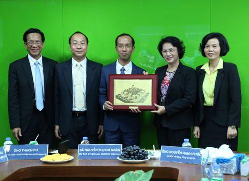 Đoàn đại biểu quốc hội VN thăm nhà máy sữa Angkor của Vinamilk - Ảnh 2
