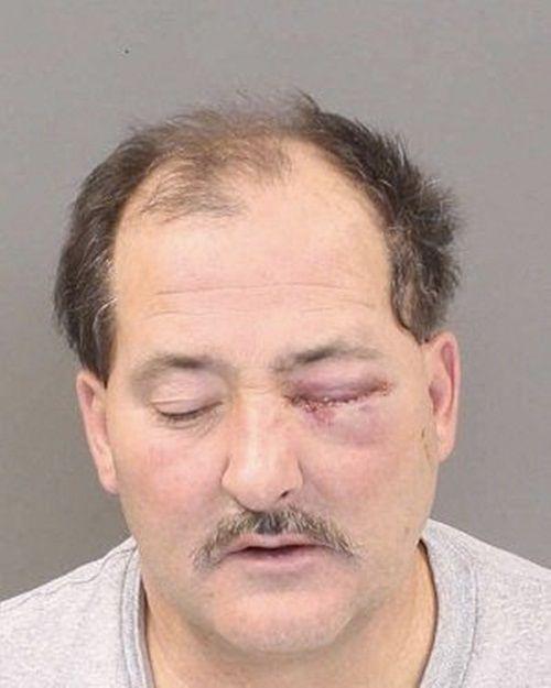 Chồng giận dữ rút súng bắn vợ vì vợ lỡ ăn một miếng sandwich - Ảnh 2
