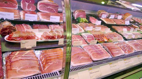 Người tiêu dùng xác định nhầm thịt tươi - Ảnh 1