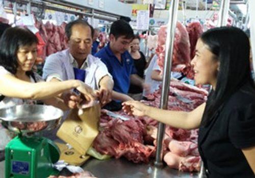 'Bong bóng' giá thịt heo vì Trung Quốc - Ảnh 1