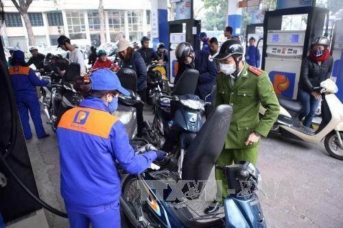 Petrolimex nhập xăng dầu dự trữ cho Tết Đinh Dậu 2017 - Ảnh 1