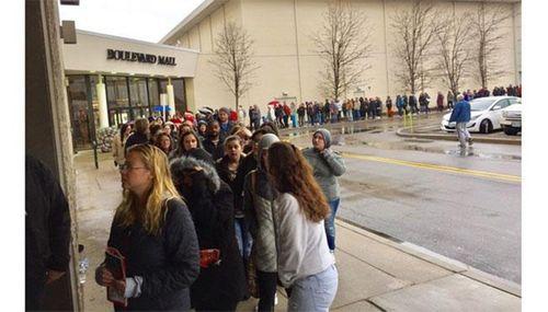 Cận cảnh không khí mua hàng dịp Black Friday 2016 của người Mỹ - Ảnh 1
