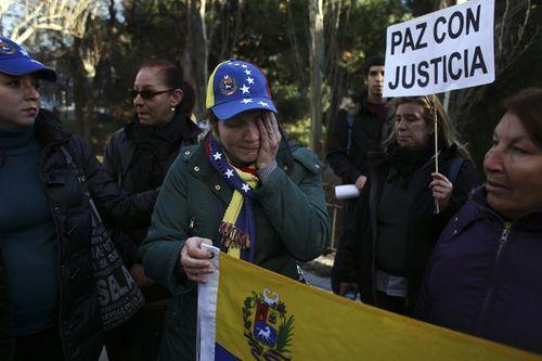 Venezuela đến hạn trả nợ - Ảnh 1