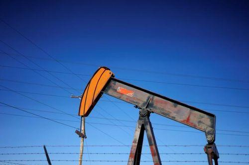 Giá dầu hôm nay 4/1 tăng nhẹ nhưng thị trường vẫn trầm lắng - Ảnh 1