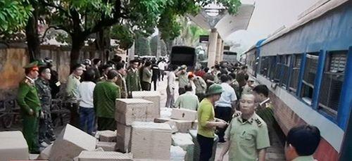 Bắt giữ hàng lậu vận chuyển bằng tàu hỏa Lạng Sơn - Hà Nội - Ảnh 1