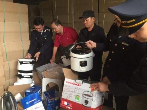 Phát hiện hàng nghìn sản phẩm hàng giả từ Trung Quốc vào Việt Nam - Ảnh 1