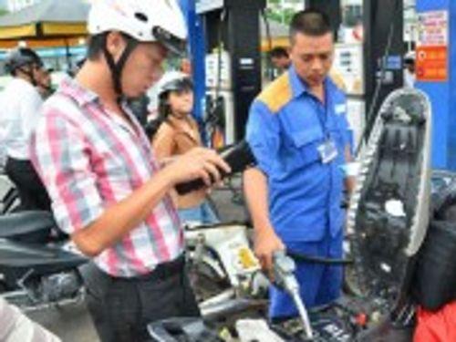 Petrolimex giảm giá 300đồng/lít xăng vào các ngày thứ Bảy trong tháng 10 - Ảnh 1