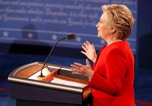 """Kết thúc tranh luận, thị trường tài chính """"trao bàn thắng"""" cho bà Hillary - Ảnh 1"""
