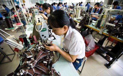 Việt Nam giảm 4 bậc năng lực cạnh tranh toàn cầu - Ảnh 1