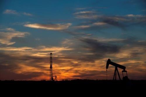 Giá dầu có thể tăng thêm 7-10 USD trong nửa đầu năm tới - Ảnh 1
