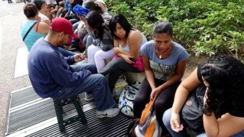 Siêu lạm phát khiến Venezuela phải tăng 50% lương tối thiểu - Ảnh 1