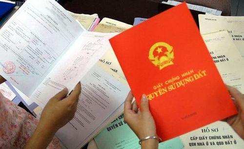 Bộ Tư pháp đề nghị lùi thời điểm có hiệu lực quy định ghi tên cả gia đình lên sổ đỏ - Ảnh 1