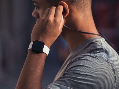 Đối thủ Apple Watch tung đồng hồ thông minh giá rẻ chỉ 200 USD - Ảnh 2