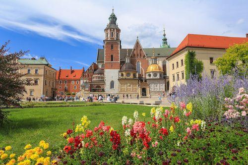 Top 5 điểm du lịch rẻ nhất châu Âu đẹp như trong cổ tích - Ảnh 1