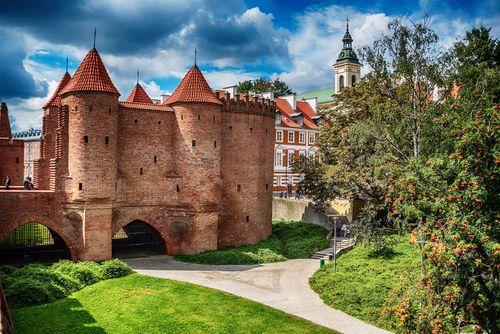 Top 5 điểm du lịch rẻ nhất châu Âu đẹp như trong cổ tích - Ảnh 4