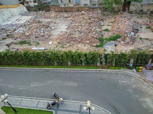 Nhóm người lạ mặt đe dọa cư dân chung cư 75 Tam Trinh - Ảnh 1