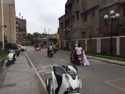 Nhóm người lạ mặt đe dọa cư dân chung cư 75 Tam Trinh - Ảnh 2