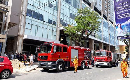 Chung cư cao cấp Fhome Đà Nẵng cháy, xe cứu hỏa khó tiếp cận - Ảnh 1