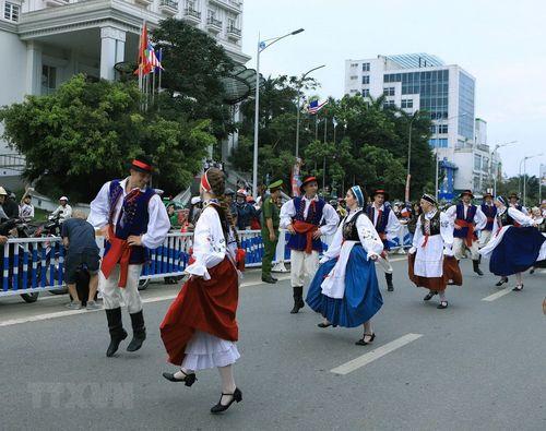 Rực rỡ lễ hội đường phố ở thành phố Huế - Ảnh 1
